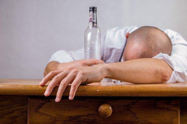 Skuteczny lek na alkoholizm? – Esperal zaszywany domięśniowo!